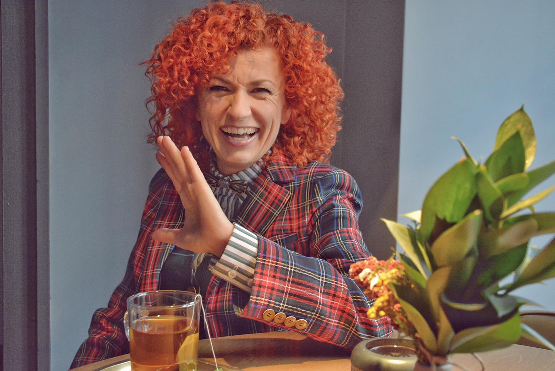 Говори ми за ЛЮБОВ: Люси Дяковска