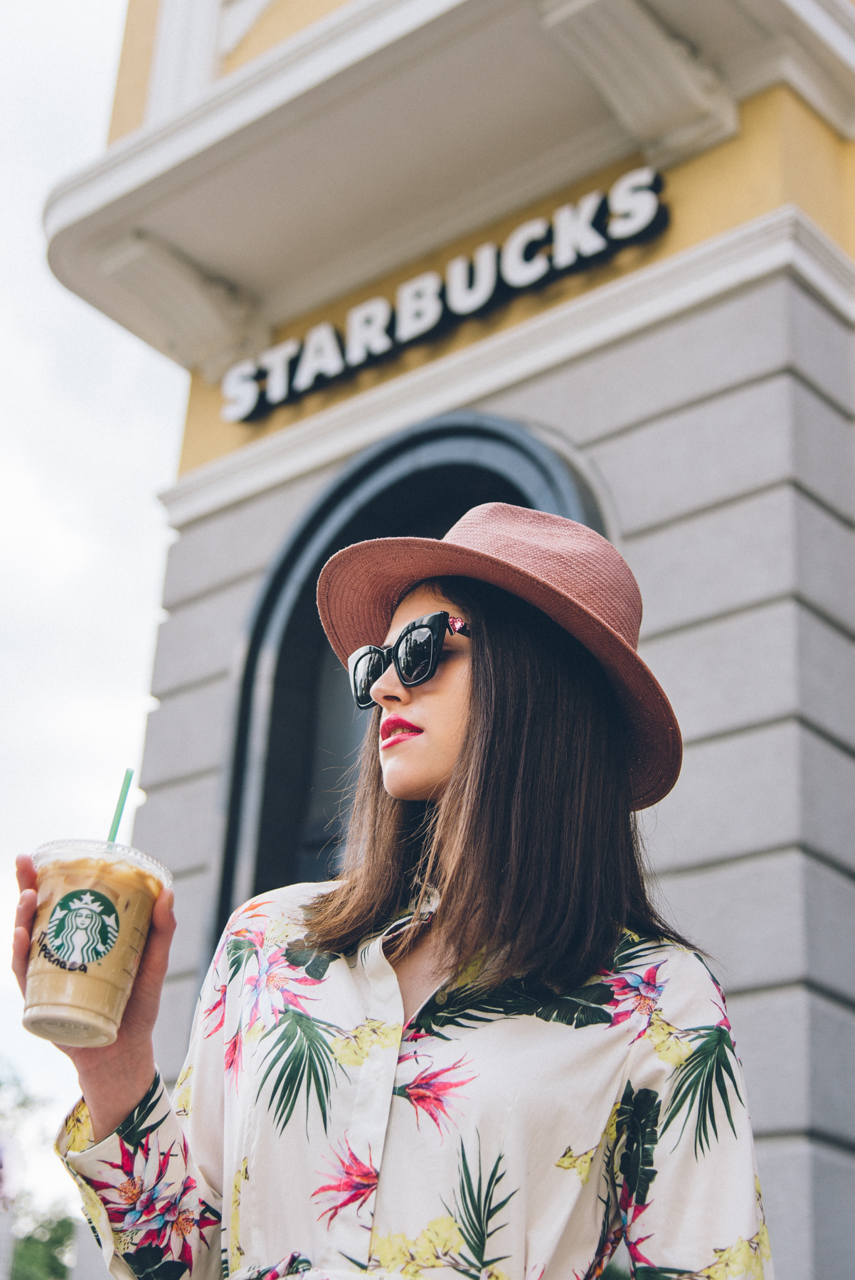 FASHION LOCATION: Starbucks
