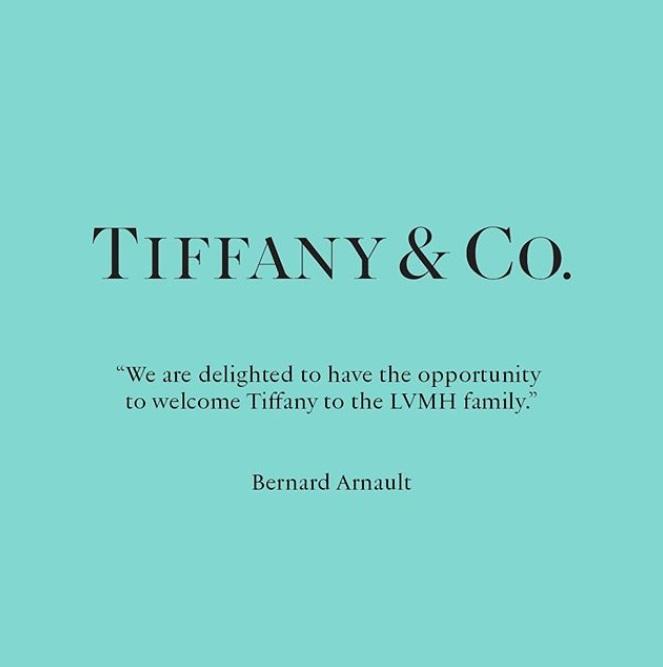 Сутринта на 25-ти ноември ни посрещна с новината, че Tiffany & Co. вече е официално притежание на LVMH, наред с Louis Vuitton, Dior, Guerlain, Moet & Chandon, Bvlgari и още 70 други луксозни марки. Сделката е сключена, като по договр LVMH придобива Tiffany за рекордните 16,2 милиарди долара, т.е. 135 долара на акция или 13% повече от първоначалната оферта.