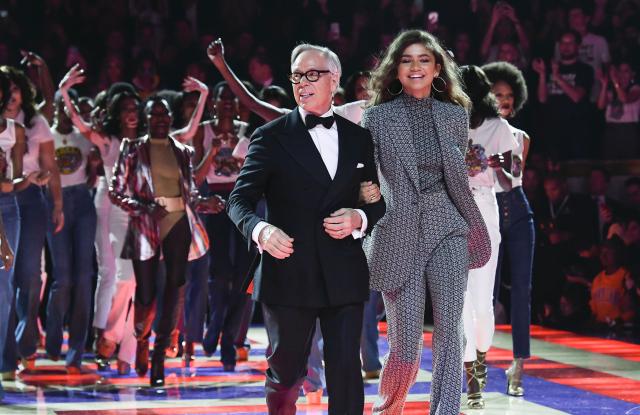 Поредната много успешна колаборация TommyxZendaya е едно от модните събития на годината, за които неуморно говорим. Провелото се в Ню Йорк  дефиле бе един от хайлайтите на нюйоркската седмица на модата, а концепцията зад дизайните връща назад към 70-те години на миналия век. Цялата колекция от съвместната колаборация на Томи Хилфигър и Зендея е налична в бутика на Tommy Hilfiger в Paradise Center.