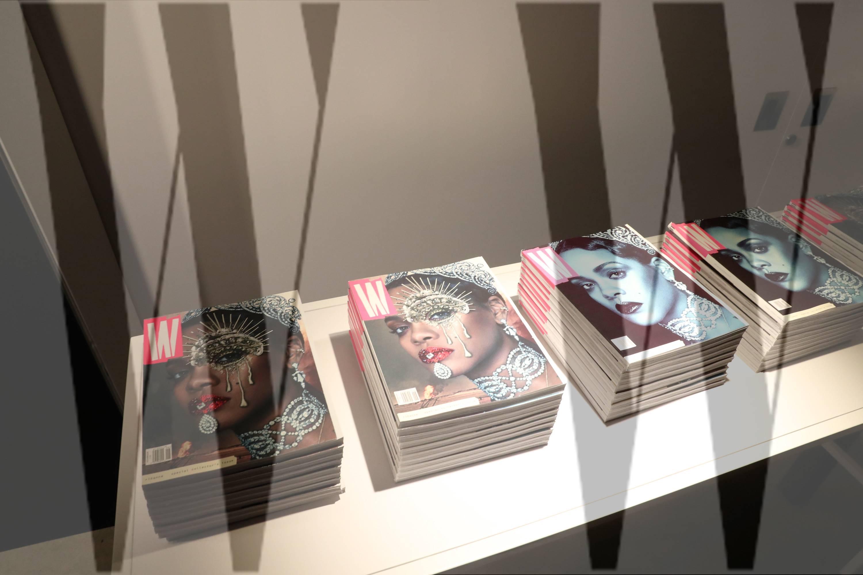 Condé Nast продаде дъщерното издание на Vogue, W Magazine, в сделка, определена между 9 и 10 милиона долара. Бившият главен редактор СтефаноТонки е сменен, а той от своя страна, по данни на New York Post, се е опитал да събере свой собствен тийм от инвеститори, който да участва в търга. Очевидно не успява, а името му не фигурира и в списъка от придобивки, които Future Media Group купува, наред с изданието.
