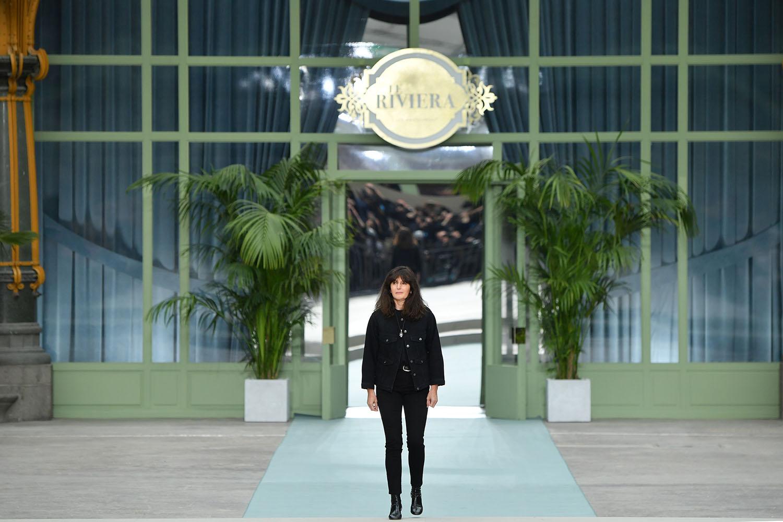 Наследницата му на поста креативен шеф на Chanel - Виржини Виар, представи пред зрителите първата си колекция за къщата за сезон Resort 2020-та през май месец. Очакванията към име от подобни висини са невъзможни, а Виржини отнесе много и смесена критика.
