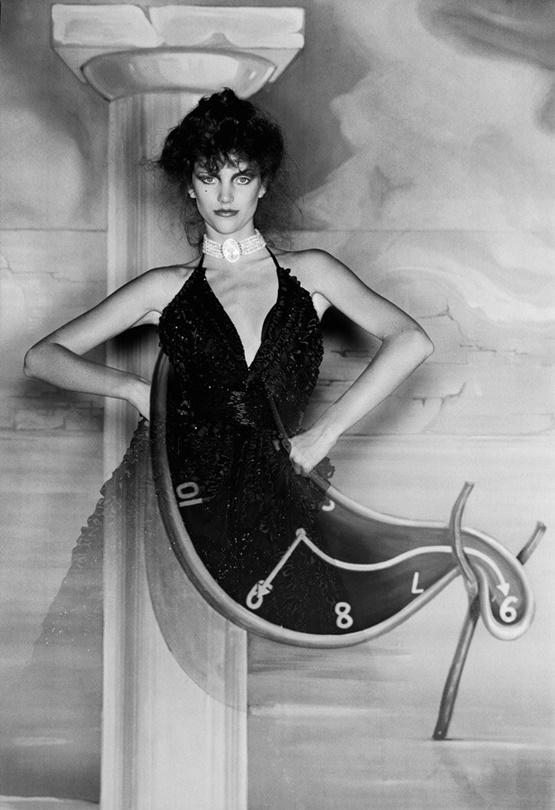 """Пролетната изложба на Института за костюми към музея """"Метрополитън"""" за 2020-та, известна като най-голямото събитие в модния календар, следвана от гала-спектакъл, ще бъде фокусирана върху времето. Освен основната цел – модата, събитието ще отбележи 150-годишнината на MET с абстрактната и безгранична тема About Time: Fashion and Duration - представена чрез 160 дамски силуета от последните 150 години в модата."""