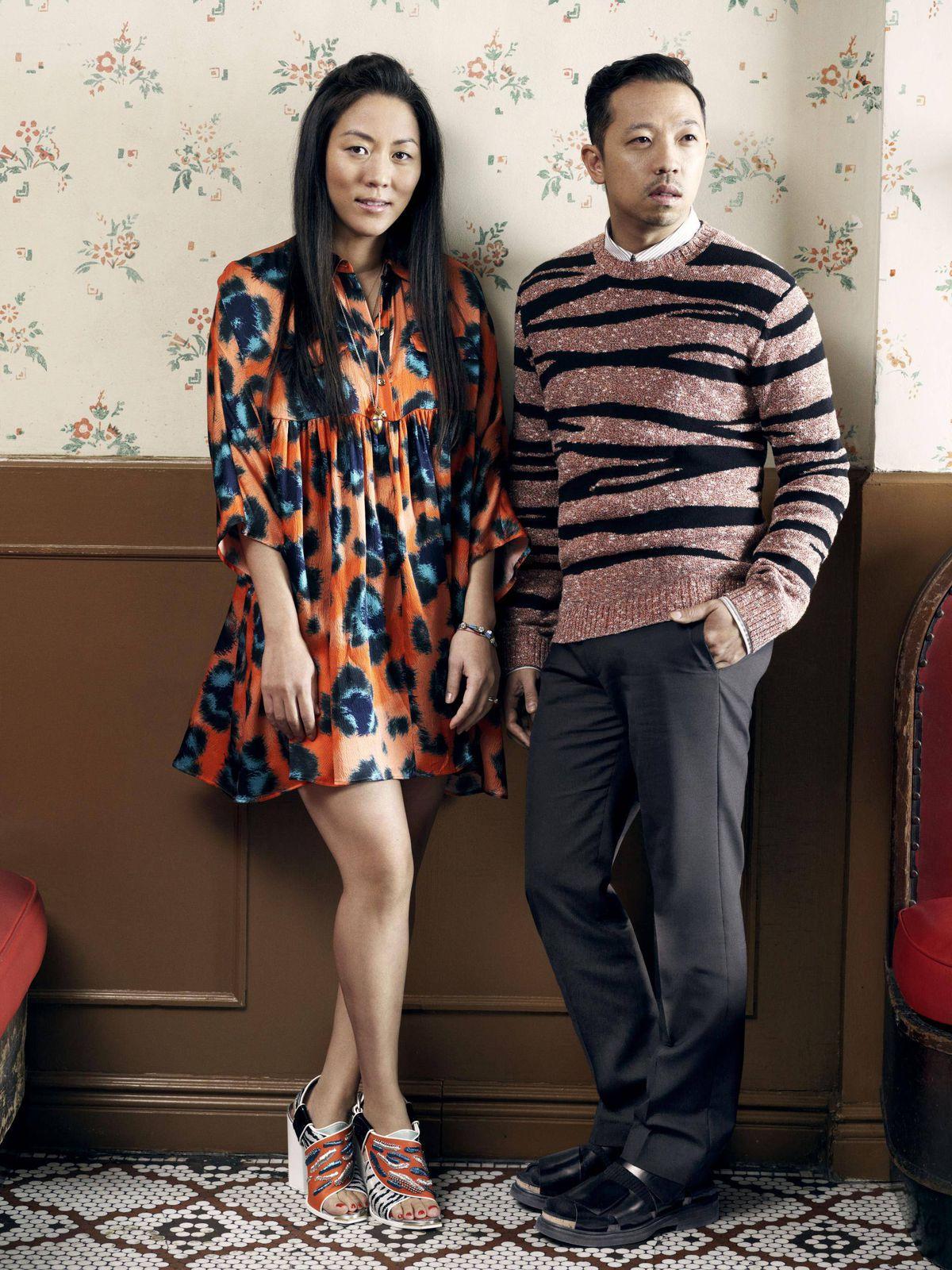 Основателите на концептуалния магазин и марката Opening Ceremony, Умберто Леон и Карол Лим, които от 2011 година насам се занимават с творческото ръководство на Kenzo, напускат френската модна къща. Дизайнерското дуо представи последната си колекция на 23 юни по време на Седмицата на модата в Париж.