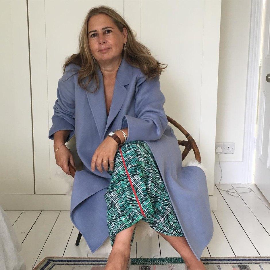 50-годишната  Хелена Кристенсен бе подложена на жестока критика от страна на бившата главна редакторка на британския Vogue, 61-годишната Александра Шулман, на която разголеното ансамбълче на моделката не се понрави особено. Цялата драматична история четем ТУК.