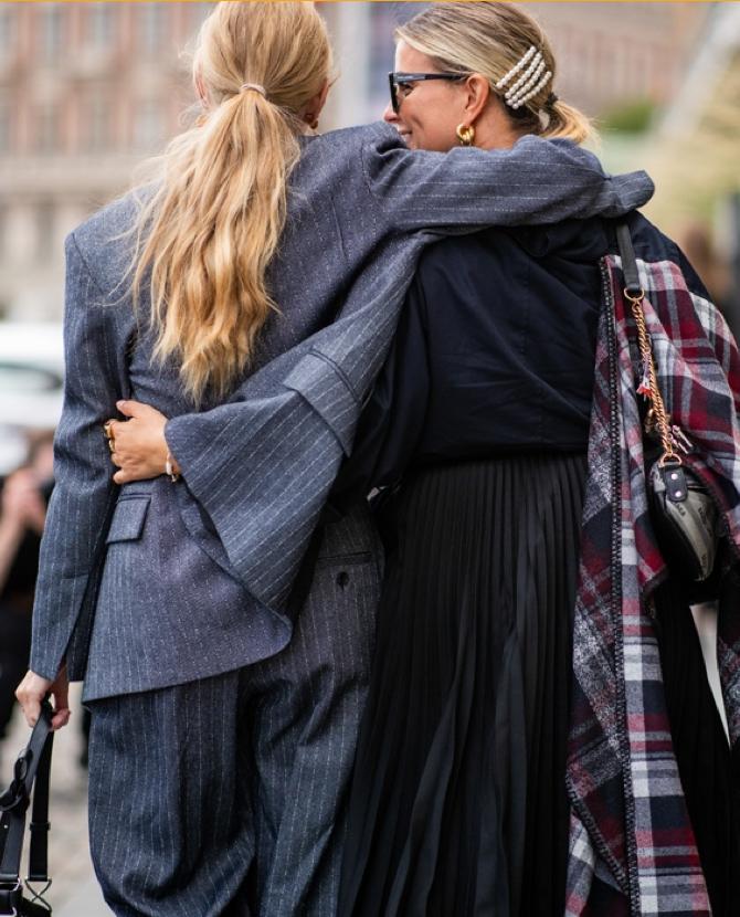 Шведският моден съвет обяви, че Седмицата на модата в Стокхолм ще престане да съществува... в традиционния формат. Причината - промените се правят с цел за устойчивото развитие на модната индустрия и опазването на околната среда. Това е първата версия, втората е, че форумът в Копенхаген събира много повече посетители от Стокхолм, затова шведите се опитват да се оттеглят с достойнство преди да изпитат последиците на западане.