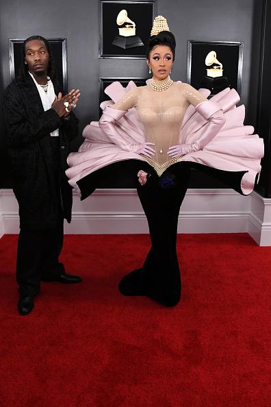 """Церемонията по раздаването на музикалните награди """"Грами"""", както винаги, се оказа много звездна, а изборът на Карди Би събра погледите, незадължително положително обаче."""