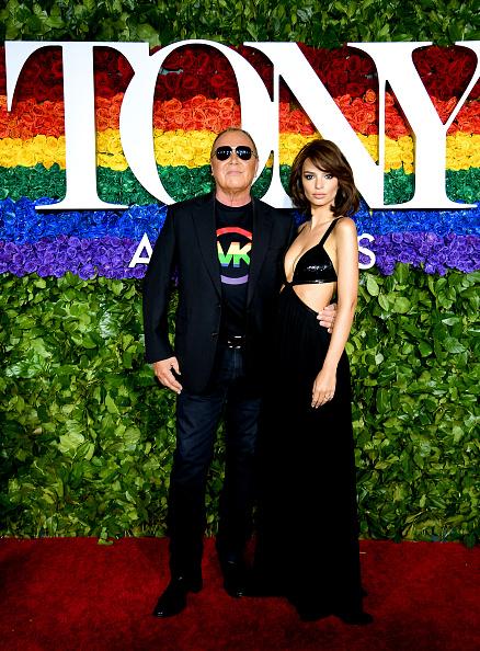 Церемонията по връчване на Tony Awards като че ли не се открои с особен блясък. За сметка на това пък Емили Ратайковски се развихри с роклята си, която не остави почти нищо на въображението.