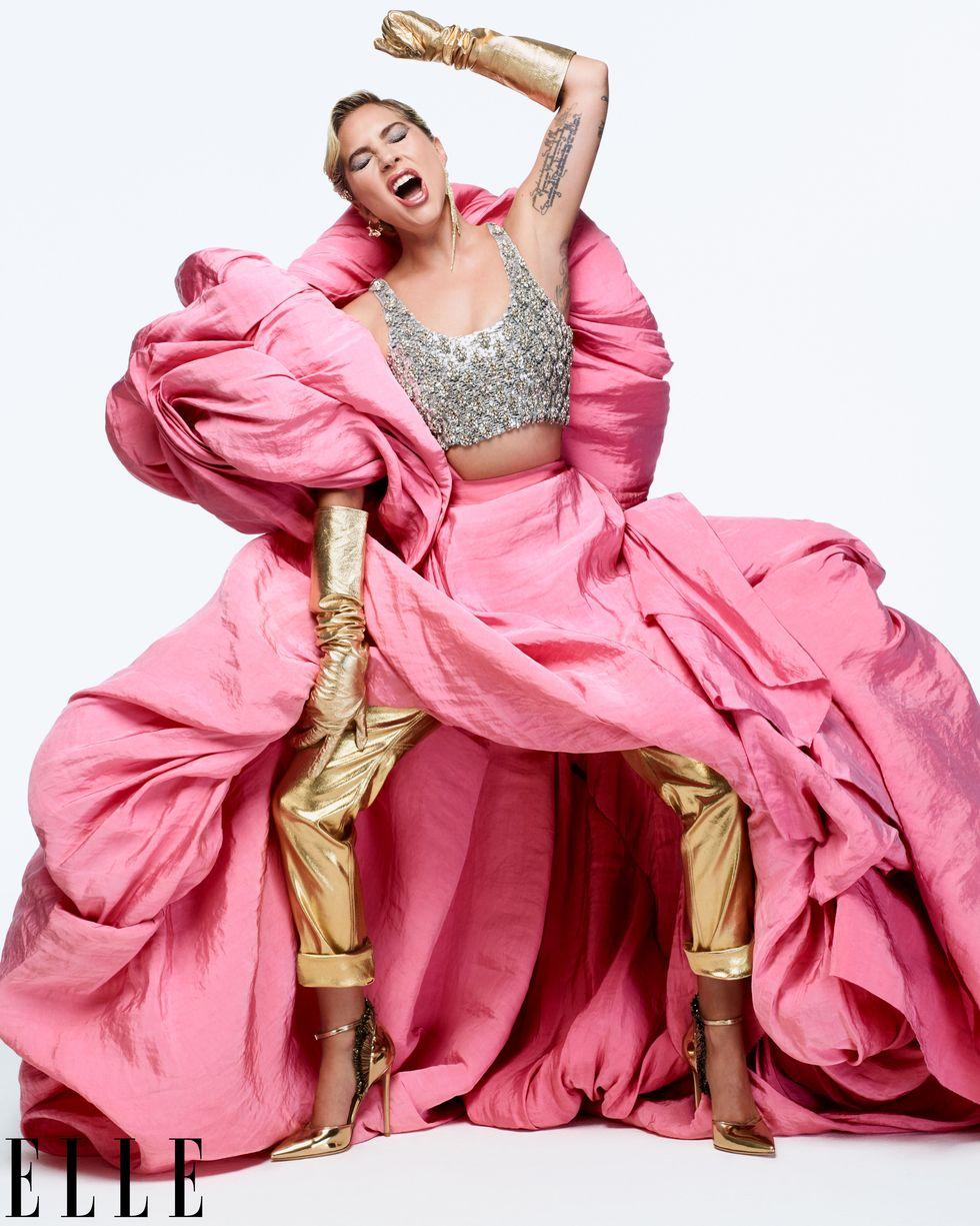 """В интервю за американския Elle Лейди Гага потвърди слуховете, че всъщност тя и Брадли никога не са имали романтични отношения, но и двамата са искали хората да го мислят; да мислят, че имат връзка: Целият хайп, признава Гага, е умишлено генериран. """"Честно казано смятам, че пресата е доста глупаво нещо"""", започва Гага. """"Имам предвид, направихме любовна история. Изиграхме я. За мен, като изпълнител и актриса, разбира се, беше важно хората да мислят, че сме влюбени. И искахме публиката до почувства тази любов на Оскарите. Искахме тази любов да изпълни екрана на всеки телевизор, на който се гледа това шоу. Работихме много здраво, работихме с дни. Направихме план на цялото представление - беше много точно режисирано."""""""