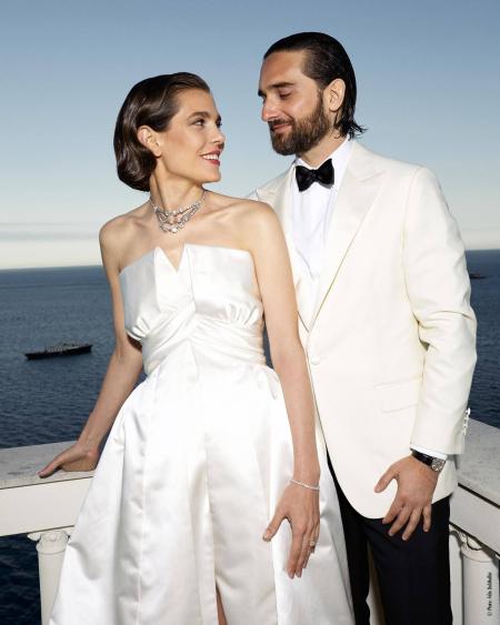 """Шарлот Казираги и Дмитри Расъм След близо 3-годишна връзка, любовниците си казаха заветното """"ДА"""", тя с диамантите на баба й Грейс Кели, а той в изискан класически силует."""