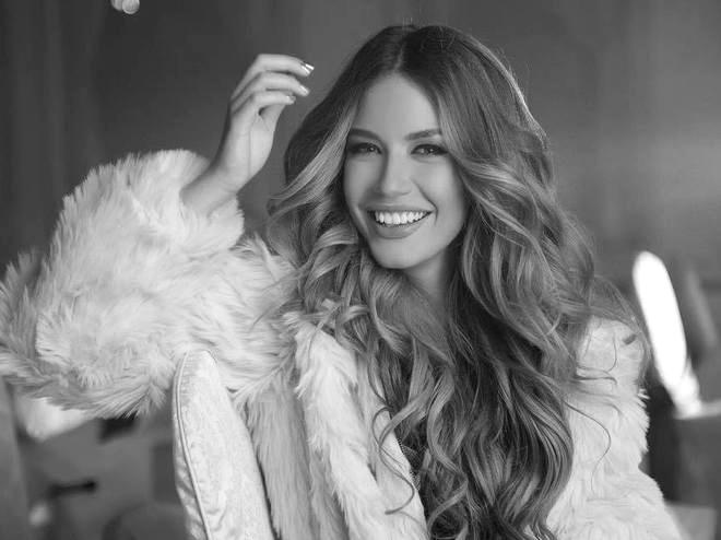 Христина Аврамова - Тита Ами, тя си е същинска Анаконда, точно както се казва последната й песен. И определено не би се замислила да ти направи вуду кукла, за да постигне целите си.  Младата чаровна изпълнителка е само на 18, но вече има няколко музикални хита, участие в онлайн сериал и изяви на модел. Нека е попътен вятърът!