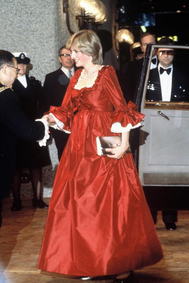 Принцеса Даяна, бременна с принц Уилям, в Лондон на 30 март 1982 г.