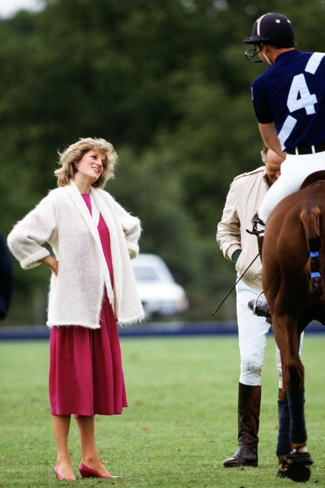Принцеса Даяна, бременна с принц Хари, в Уиндзор на 7 юни 1984 г.