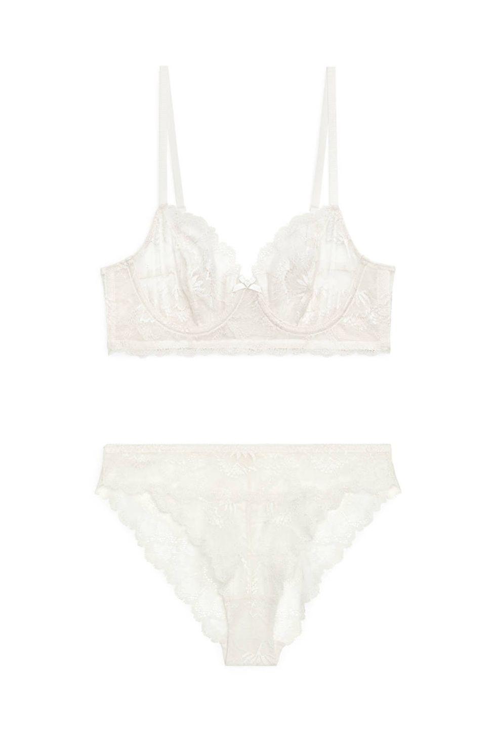 Arket, White lace bra and briefs set, сутиен за 76лв, бикини за 33лв