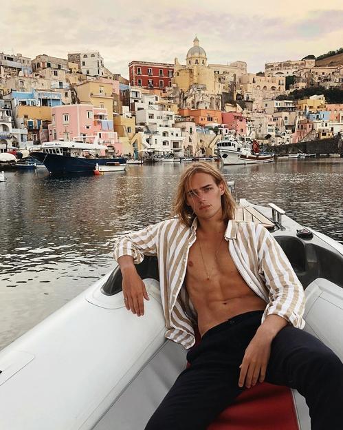 Том Хейкелс в Италия