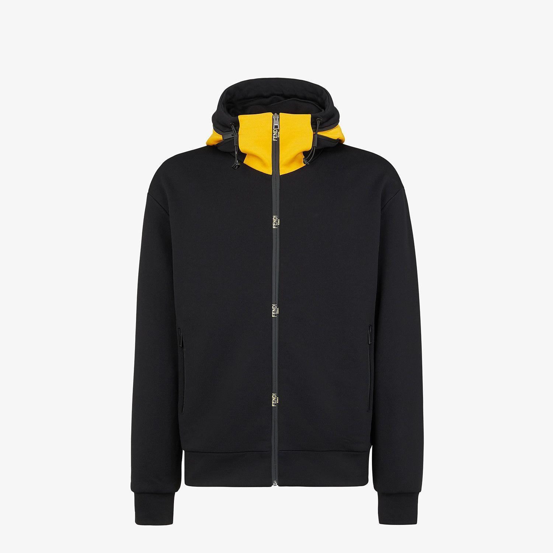 Суитчърите са си на мода винаги, а любимият ни е този черен памучен суитчер на Fendi с жълта яка. Изработен в Италия. Цена: 2 640 лв.