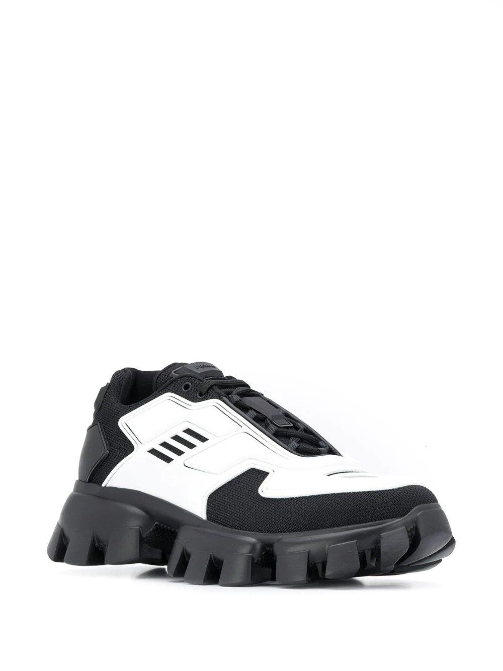 Cloudbust Thunder sneakers са смели, модерни и са дело на PRADA. Кецовете си пасват с доста стилове и точно затова ги обичаме много! Цена: 1 590 лв.