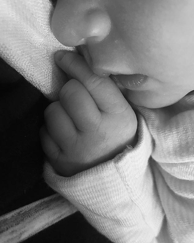 Дженевив 26-годишната суперсекси моделка Кейт Ъптън роди първородна дъщеря на бейзболиста Джъстин Верландър на 7-ми ноември тази година.