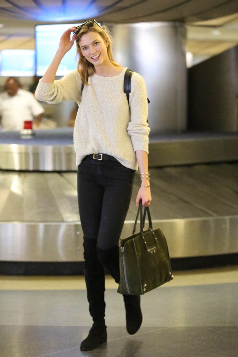 Карли Клос: Ароматизиран лак за нокти Дългите полети могат да бъдат доста скучи и Карли споделя, че се разсейва като си лакира ноктите. Препоръчително е да се използва ароматизиран лак, за да не се разваля комфорта на пътниците с аромата.