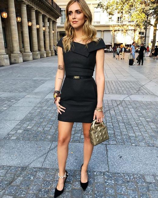 Ясно е, че статутът на бизнес дама кара италианката да попадне под влиянието на Мелания Тръмп за подбор на роклята. Не казваме, че не е добро, но просто стилистично сериозното и стриктно формално облекло не е онова, което искаме да видим върху Киара. А на всичкото отгоре не й отива.