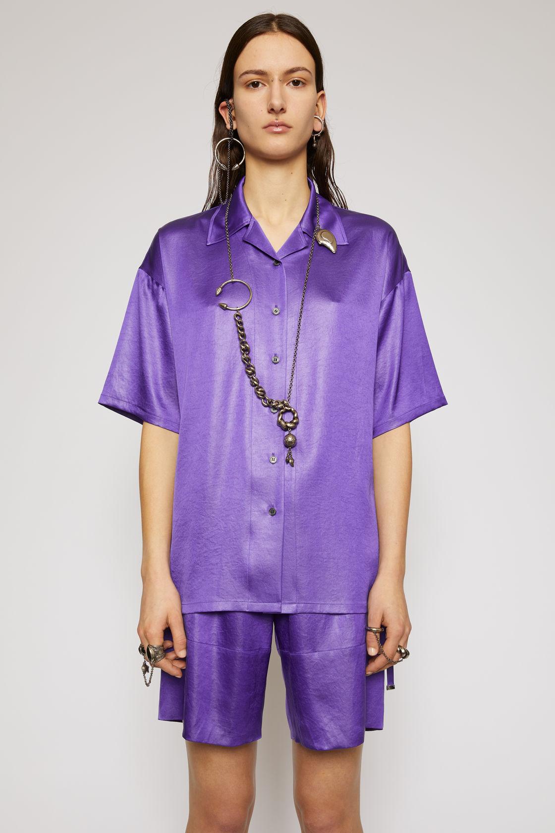 Satin bowling shirt electric purple, за 630лв.
