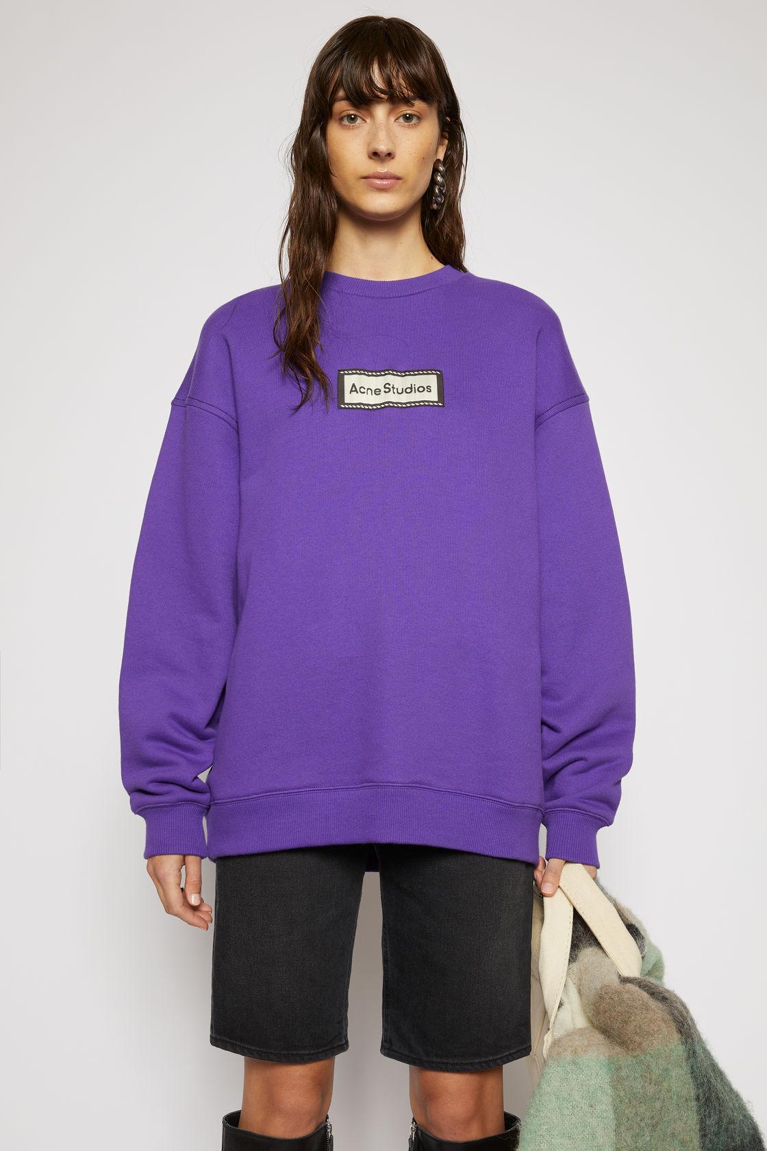 Logo-label sweatshirt electric purple, за 569лв.