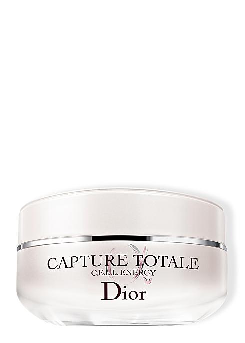 Dior Capture Totale 260 лв. С 89% съставки от естествен произход, формулата е богата, но не оставя мазен финиш на лицето. Луксозните съставки стягат кожата и запълват фините бръчици, за да се радваме на най-красивата кожа, която някога сме имали.