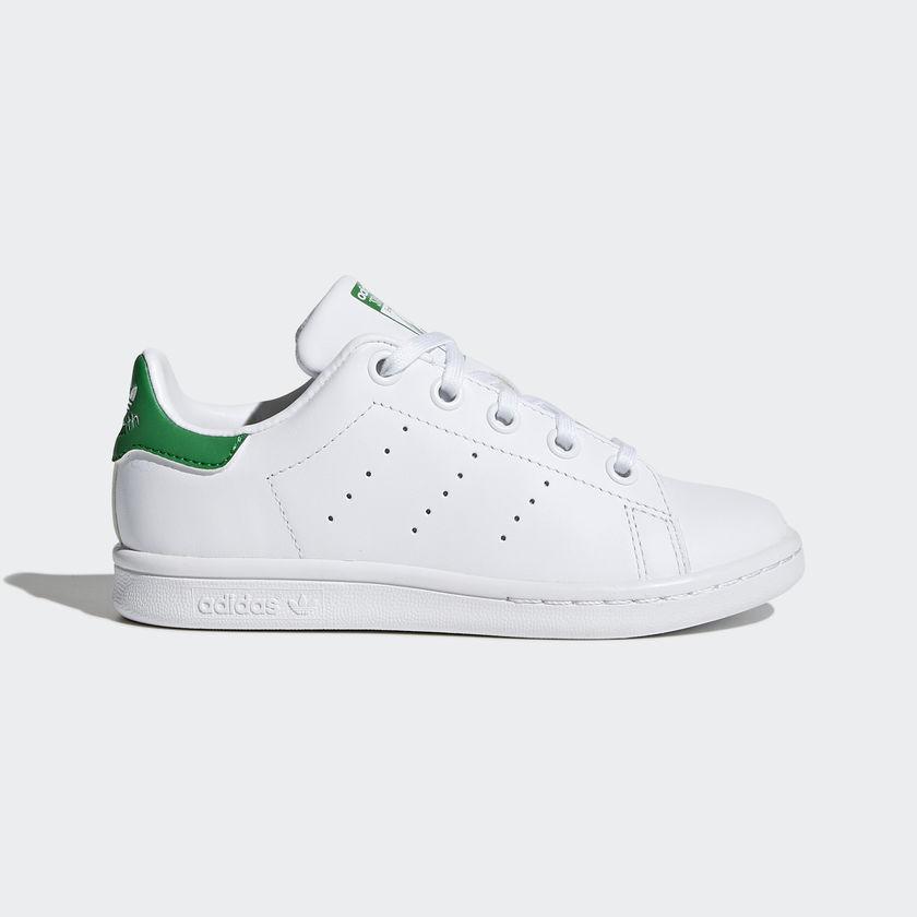 Кецове Adidas  Stan Smith моделът изглежда още по-стилно върху детското краче. Намираме в магазините на Buzz в София и страната.
