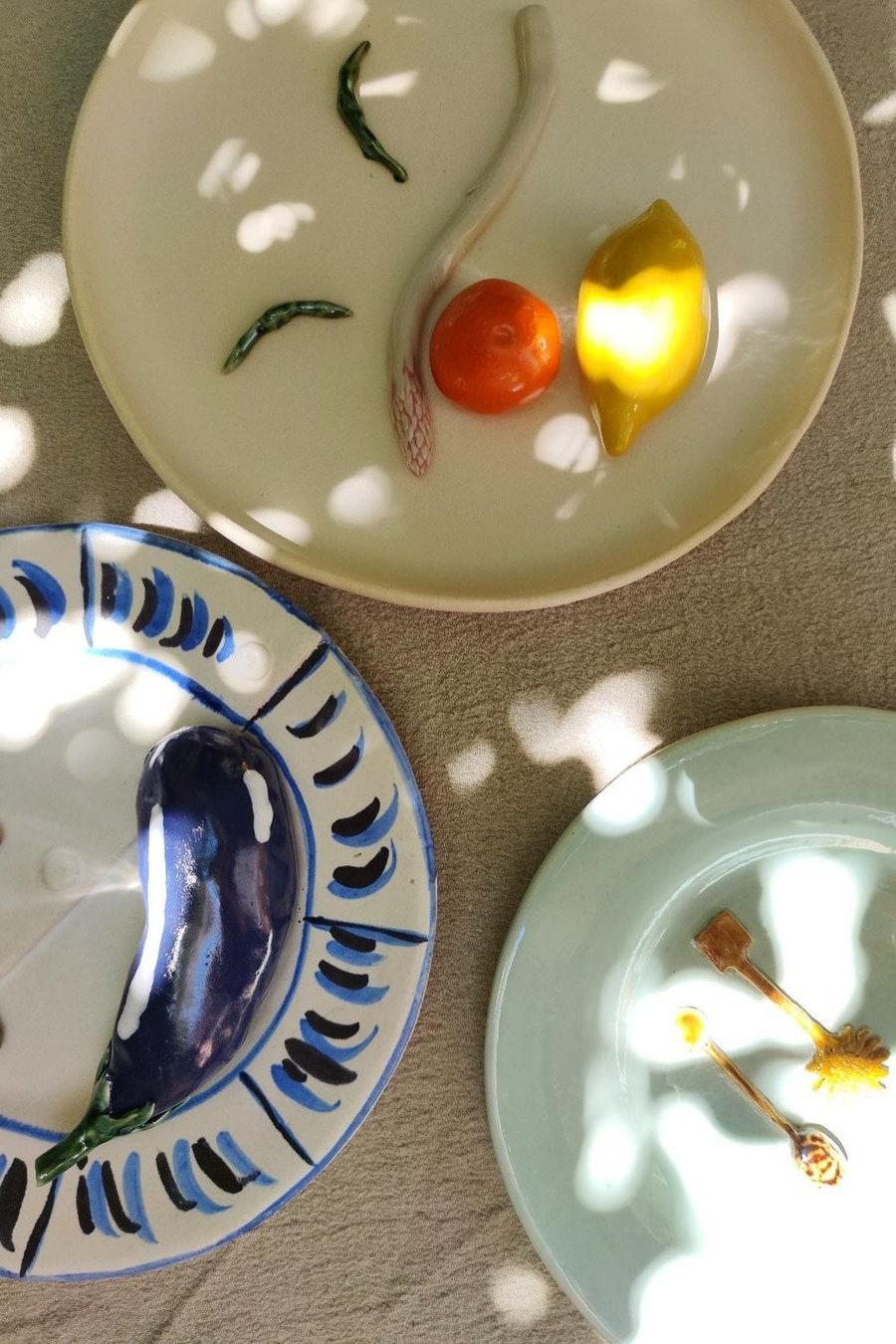 Декоративна керамикаJacquemus X Daphne Leon, знаете, че колекцията ни е любима... Цена: 805лв