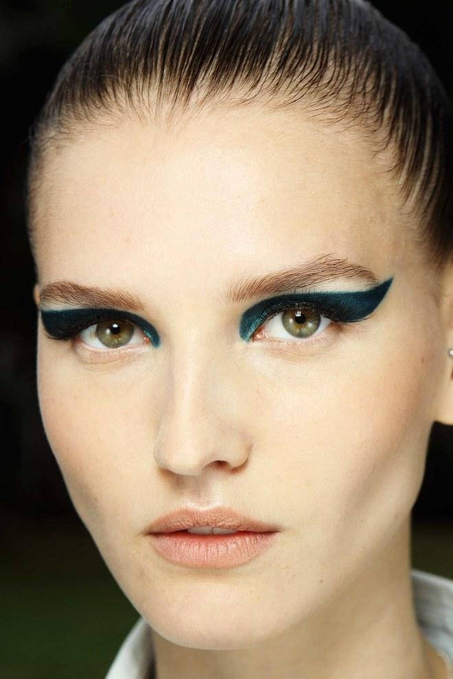 Dramatic eyeliner ОТНОВО в синьо.