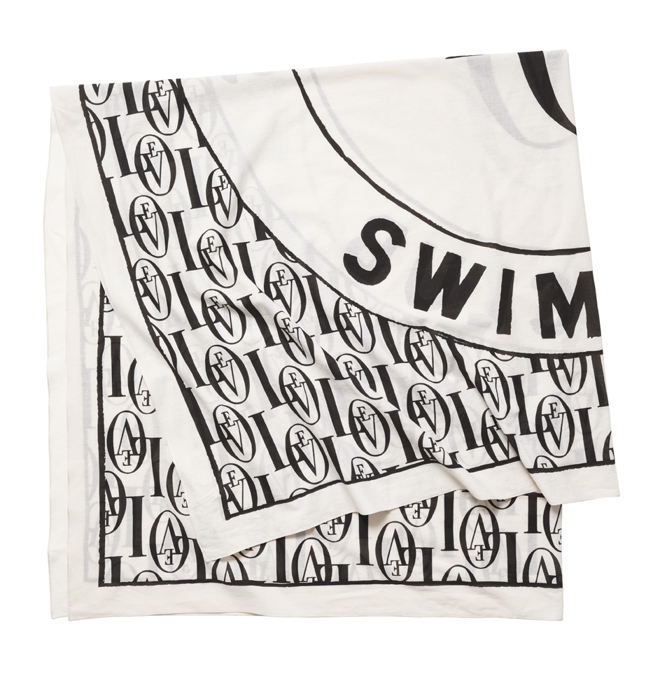 Love Stories Swimclub x H&M плажна кърпа, 34,99лв.