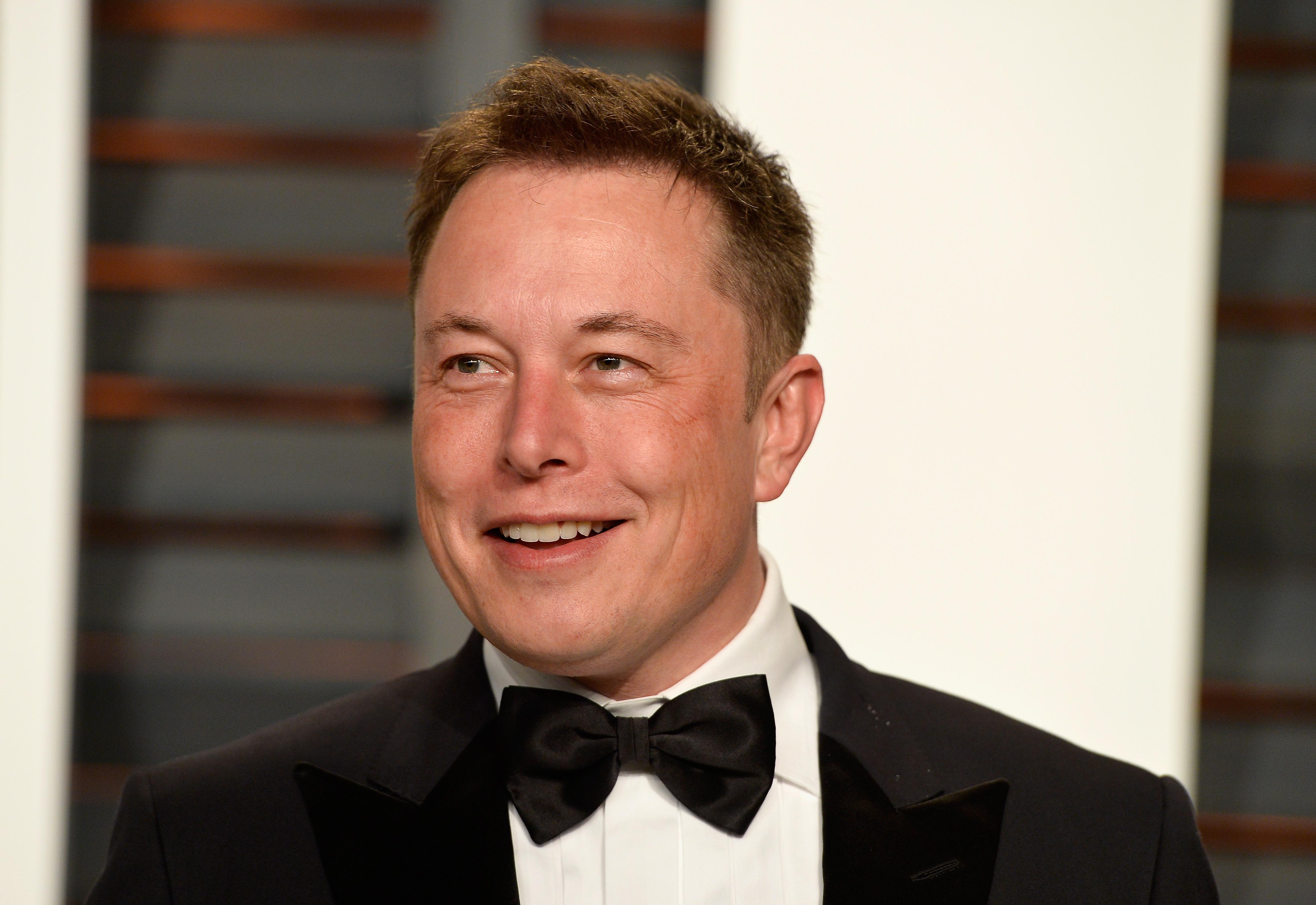 Илън Мъск Несъвършен красавец, но успехът е секси. Вторият най-богат мъж в света изумява със своите космически постижения винаги, особено през 2020.