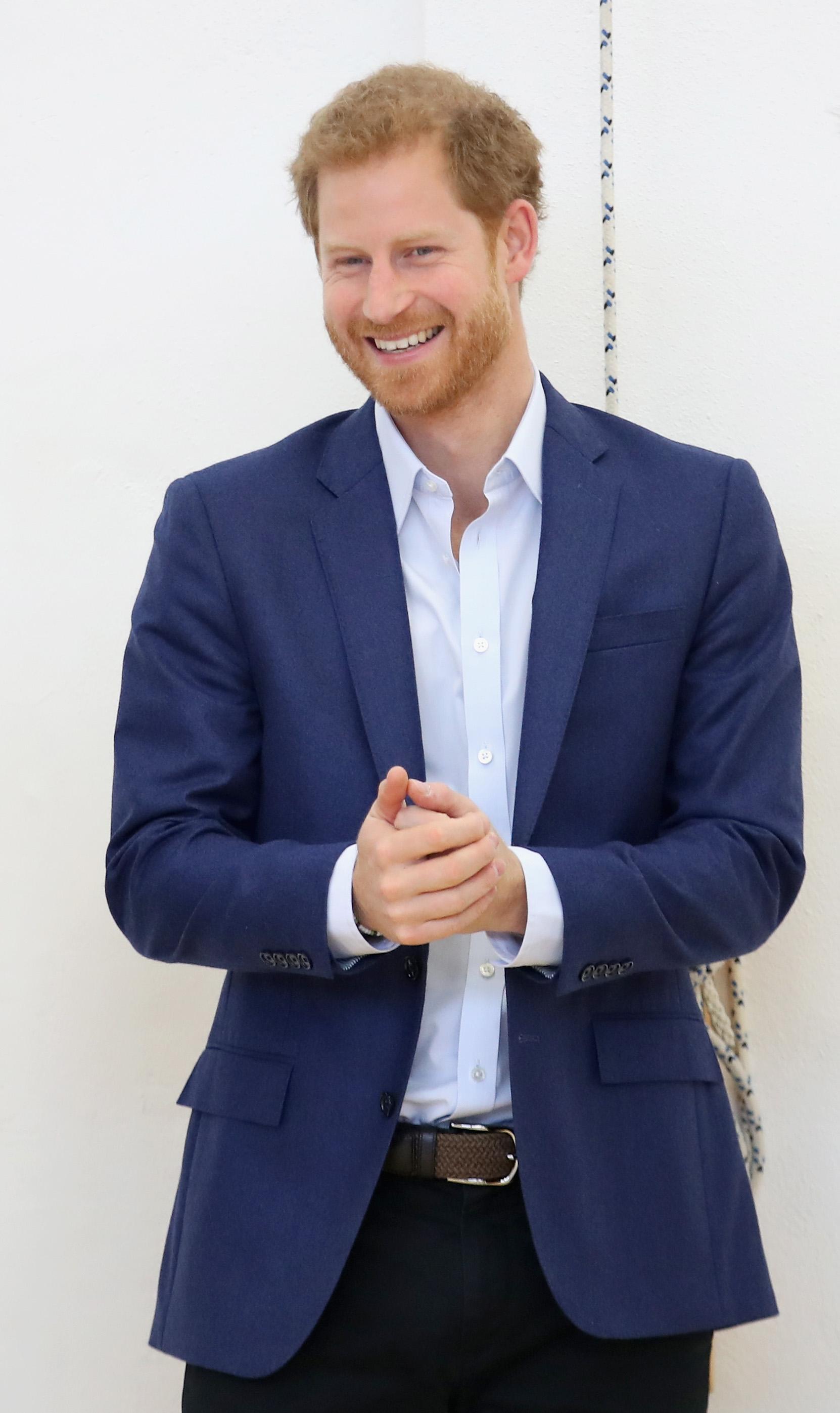 Принц Хари Уиндзор Определено по-чаровният британски принц е в класацията ни, защото макар всичките му странности (да, мислим си за Книгата), го виждаме като любящ и лъчезарен мъж.