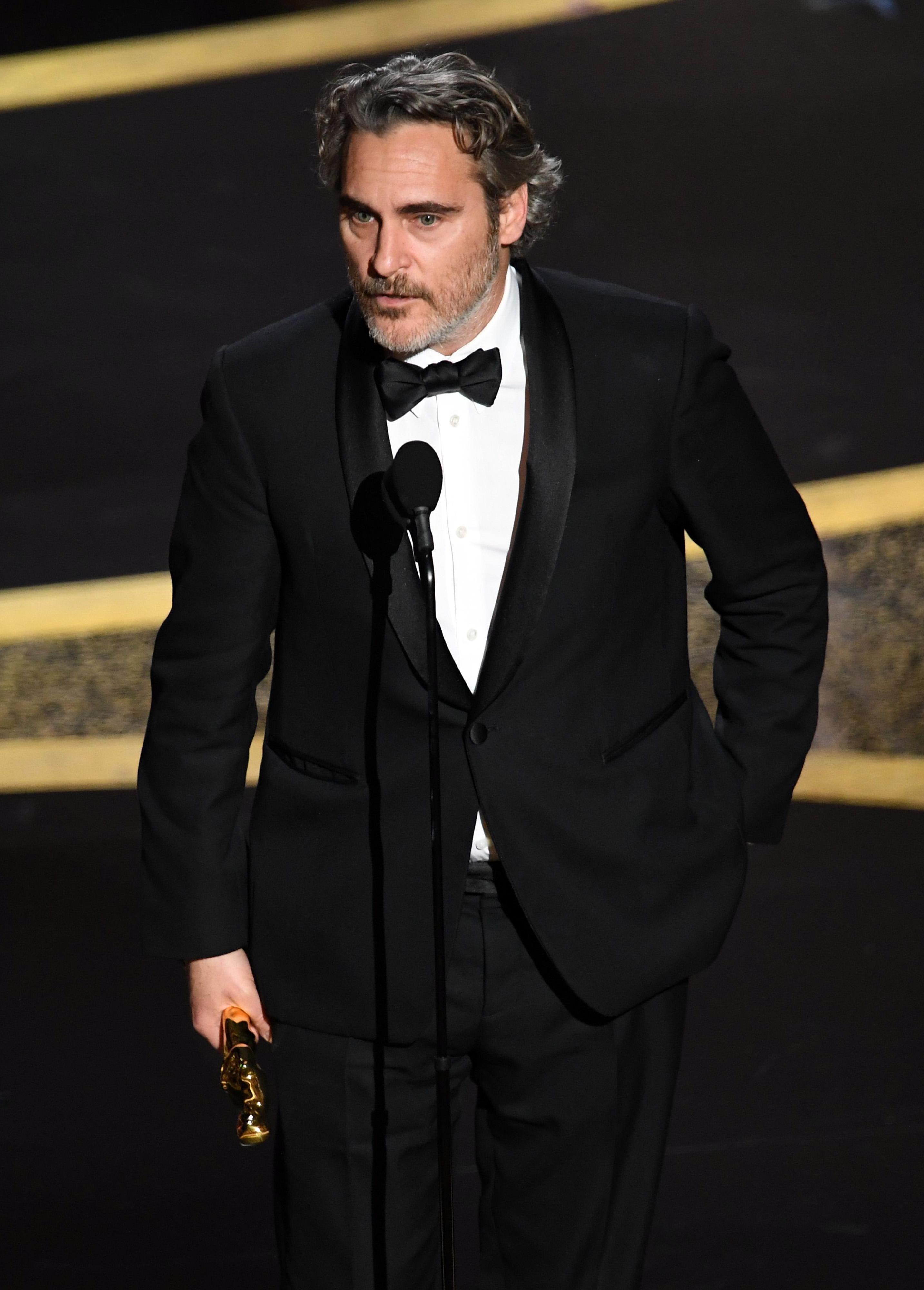 Хоакин Финикс Неземно романтичен и трогващ актьор (вече и татко), който с харизма, талант и умерена доза мистериозност печели нас, жените, a през 2020 спечели и Оскар за най-добър актьор.