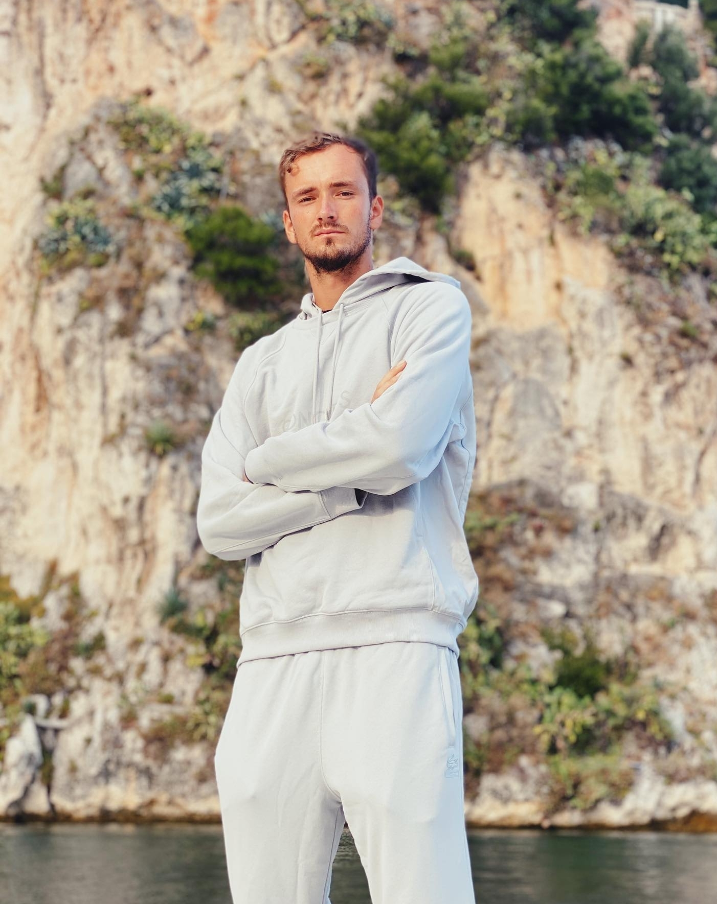Даниил Медведев Ако 2020 имаше награда за тенесист с най-секси V-line, ето го. 4-ти в Световната тенис ранг листа, само 24-годишен, много hot.
