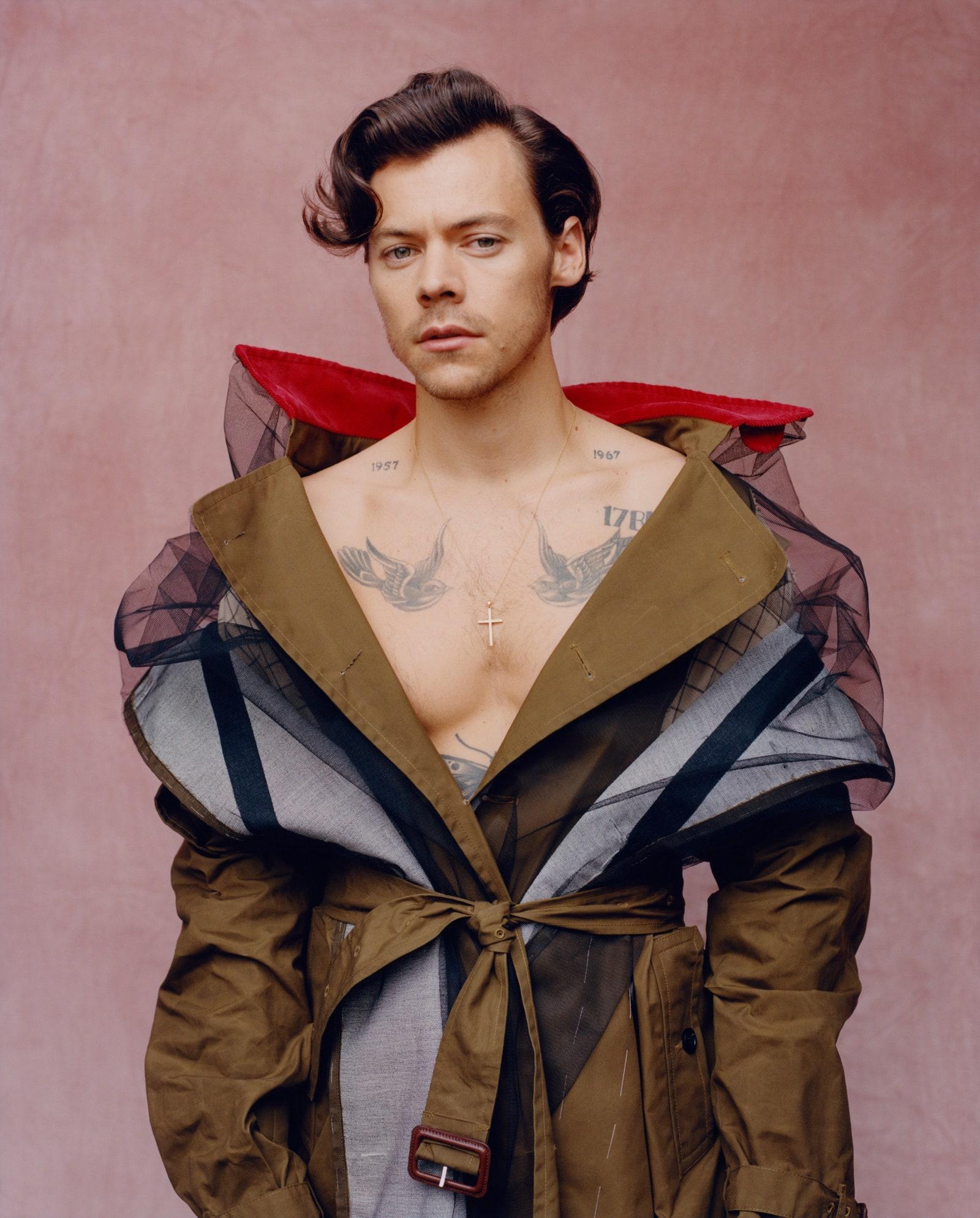 Хари Стайлс Не ни писва нито да го гледаме, нито да го слушаме, нито да пишем за него. Еманация на модерния мъж, типичен Водолей, заслужена корица на Vogue, so golden...