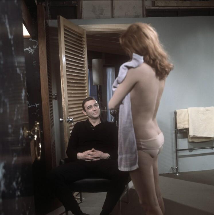 """Шоу Конъри и Лучана Палуци на снимачната площадка на филма """"Топка мълния"""", 1965 година"""