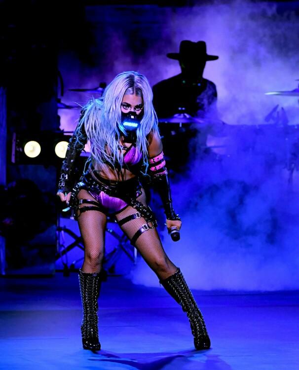 Лейди Гага в костюм от Vex Clothing