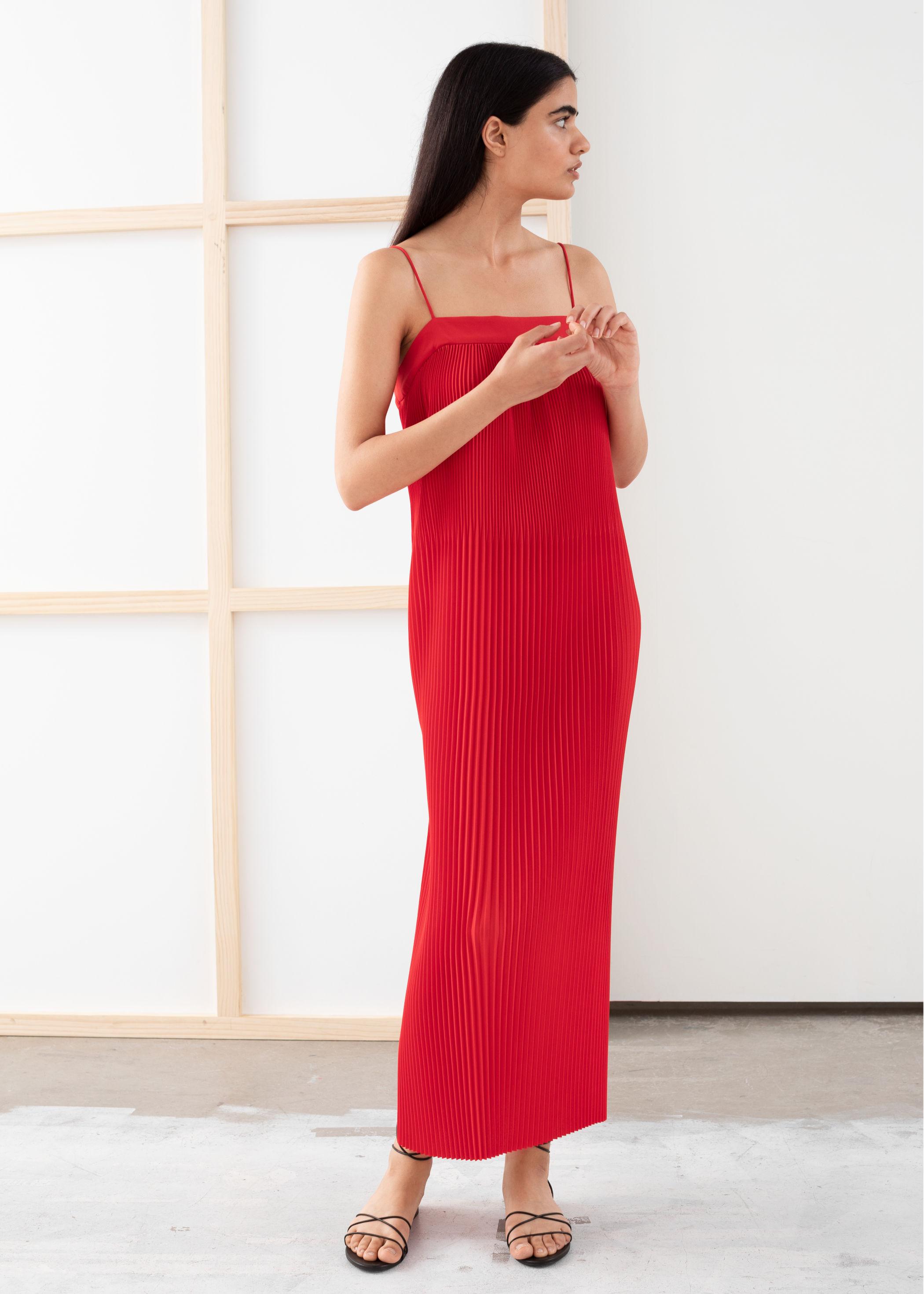 Червена миди рокля плисе &Other Stories, 185лв.