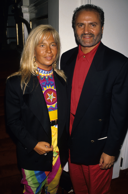 1990 година Джани и Донатела по време на Парижката Haute Couture модна седмица.