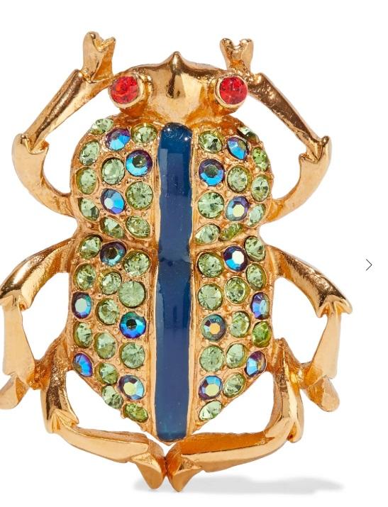 Брошка Ben-Amun от 382 на 191 лв. Брошките са неостаряващи аксесоари, които винаги са добре дошли в гардеробите ни, а по отношение на вида им - колкото по-екстравагантни, толкова по-добре. Затова смятаме, че златният бръмбар в синьо-зелена декорация е задължителна покупка.