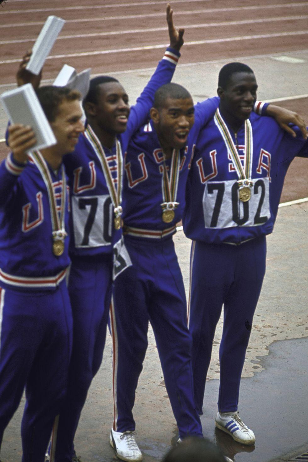 1964: Мъжкият отбор по лека атлетика на Америка Лекоатлетите на Америка биха сполучили и тази година с този класически анцуг, тъй като екипът няма как да бъде по-иконичен в комбинацията на синьо, бяло и червено.