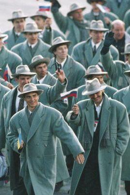 1992: Националният отбор на Русия Пристигайки на Игрите в Канада, отборът много повече наподобява група герои от филм ноар, отколкото олимпийски отбор, носейки тренчове и шапки в стил федора.