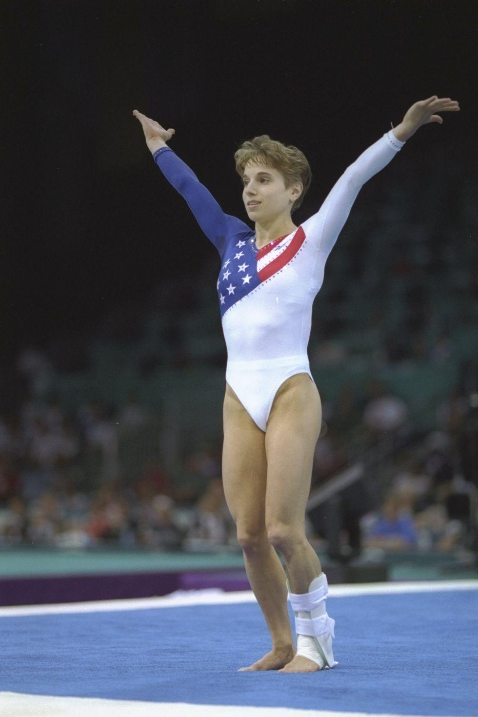 1996: Кери Стръг Инкорпорираното американско знаме в трикото на Кери Стръг (плюс перфектното й преземяване с един навехнат крак) помага на американския отбор да спечели злато в многобоя онази година.