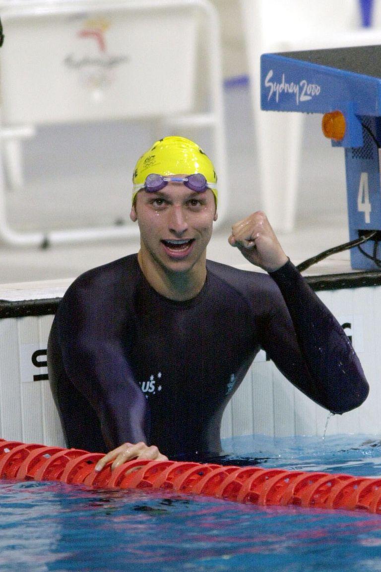 2000: Иан Торп След десетилетия мини бански за плувците, идват Олимпийските игри в Сидни и Speedo представят плувен костюм, вдъхновен от акулската кожа, който обгръща телата на спортистите от китките до глезените - както този на австралийския победител Иан Торп. През 2010 обаче целите костюми биват забранени, за да се върне фокусът към физическото представяне.
