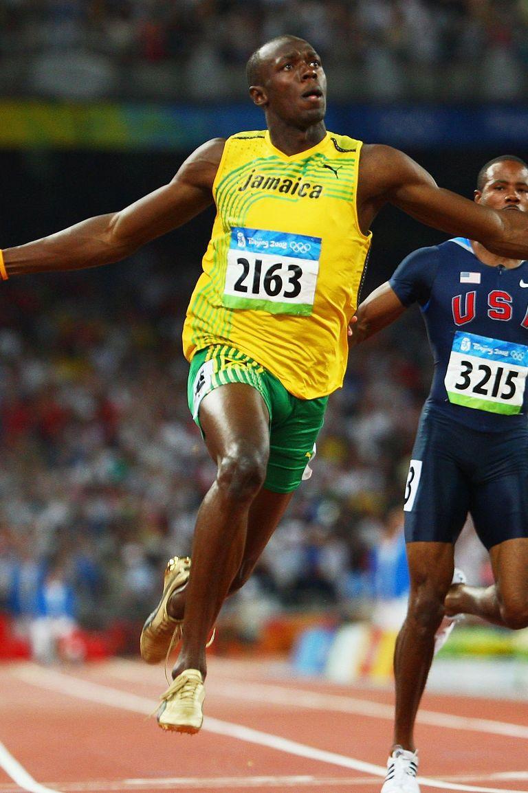 2008: Юсеин Болт Ямайският спринтьор явно почерпва вдъхновение от предшественика си, обувайки златни шпайкове и престъпвайки финиш линията с развързани връзки - това донася на атлета злато, световен рекорд и вездесъща слава.