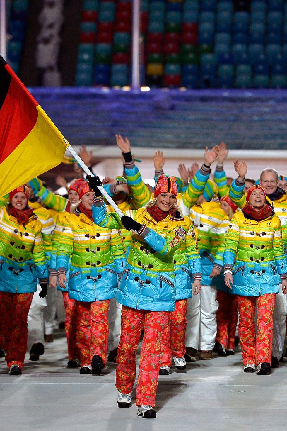 2014: Олимпийците на Германия Въпреки шума около това дали якетата им в цветовете на дъгата са фин протест срещу държавата домакин - Русия, германската федерация настоява, че цветните палта не са политическо изявление.