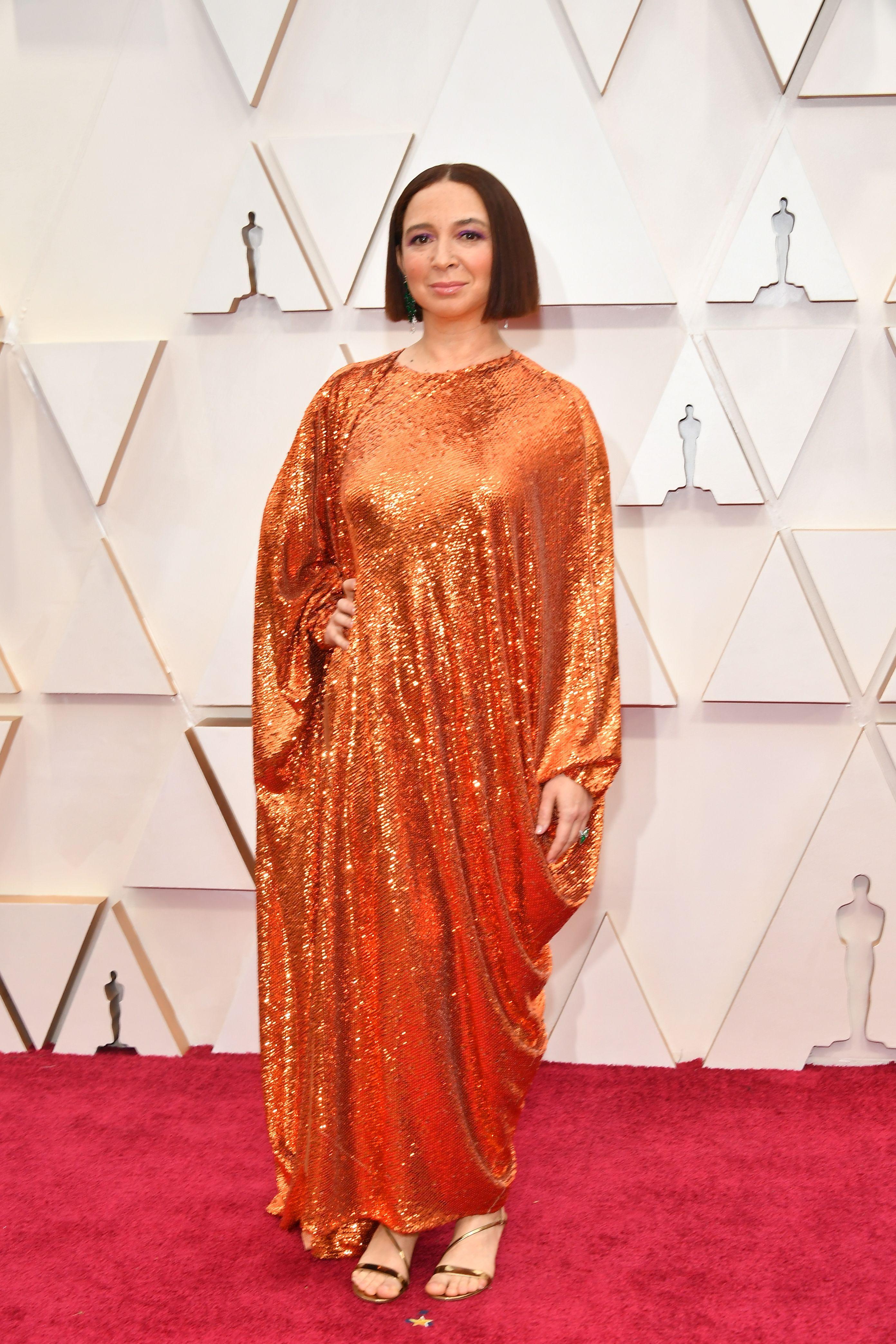 Мая Рудолф в Valentino Оранжевите пайети изглеждат доста свежо на фона останалите рокли, макар и силуетът да е прекалено свободен. Бюти визията на актрисата също е адекватно подбрана.