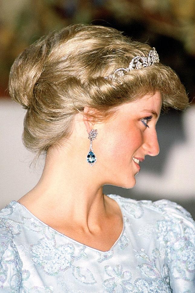 Принцеса Даяна с обеци с диаманти и аквамарин, 1987 г.