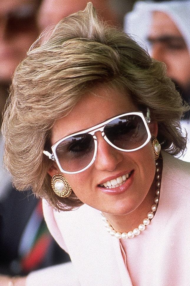 Принцеса Даяна с перлени обеци и перлено колие, 1989 г.